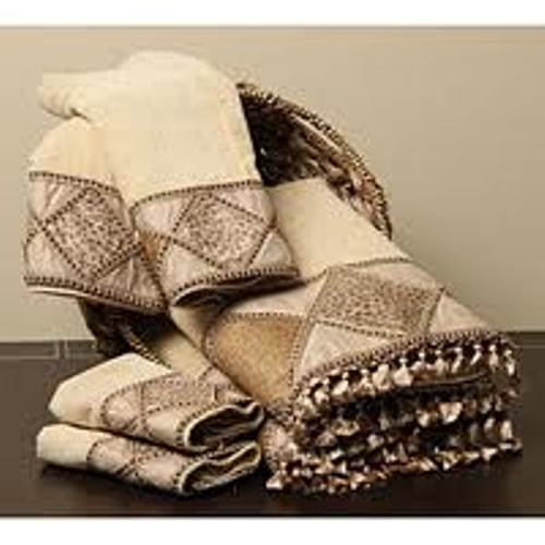 How to arrange decorative bath towels 5 ideas to create for How to fold decorative bathroom towels