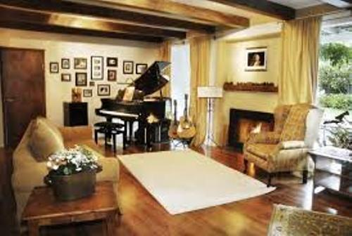 How to arrange furniture around a baby grand piano 4 for Grand piano in living room