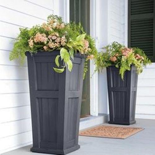 How to Arrange Outdoor Flower Planters at Doorway