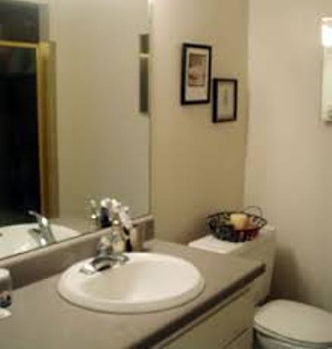how to arrange pictures in a small bathroom 4 ideas