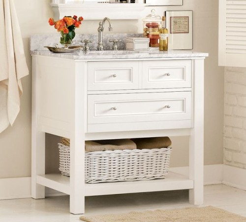 How to Arrange a Bathroom Vanity in White
