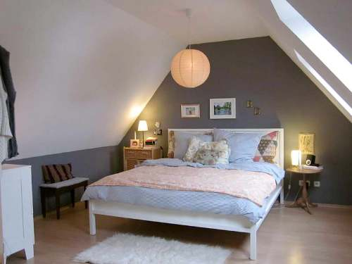 tiny attic bedroom decorating ideas - How to Arrange a Bedroom with Slanted Walls 5 Steps To