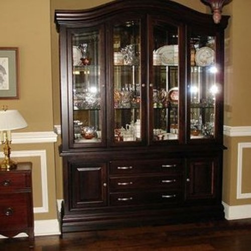 How to arrange a dining room hutch 4 tips home for A dining room hutch