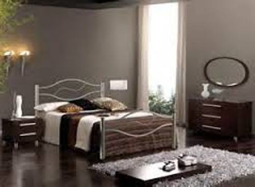 How to Arrange a Small Bedroom with a Queen Bed Style