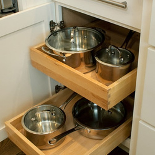How to arrange kitchen cabinet contents 6 ideas home for Arranging dishes in kitchen cabinets