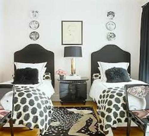 How to arrange a small bedroom with a twin bed 5 steps for Small room two twin beds