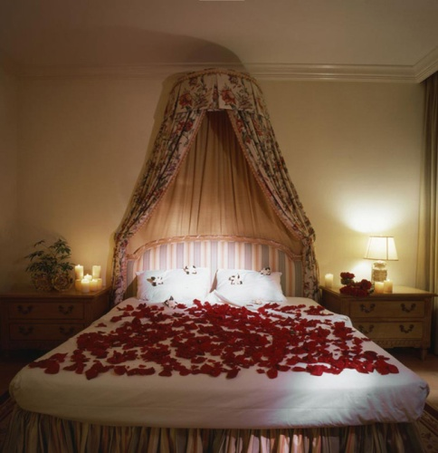 Bedroom for a Romantic Night with Petals