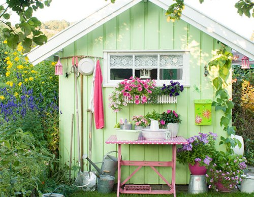How to Decorate Garden Sheds