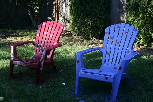 How to Decorate Plastic Garden Chairs
