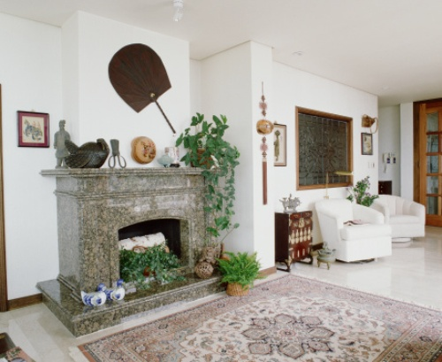 How to Decorate a Fireplace Mantel for Summer