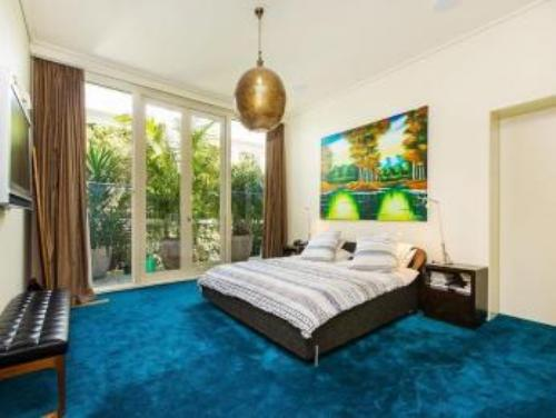 how to decorate a bedroom with blue carpet 5 guides to