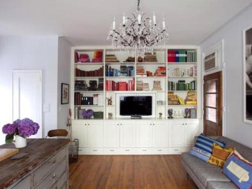 How to Arrange Living Room Bookshelves