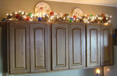 How to Decorate Kitchen Cupboards for Christmas