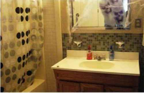 How to Decorate a Bathroom Mirror for Halloween
