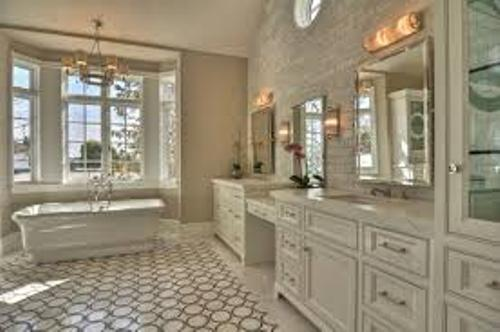 How to decorate a long narrow bathroom 5 tips for unique for Narrow bathroom ideas uk
