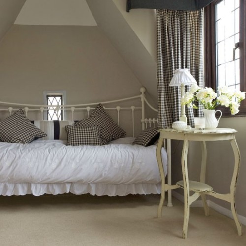 How To Arrange A Bedroom With A Daybed 5 Ideas For Saving