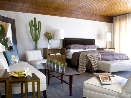 How to Arrange a Bedroom with a Futon