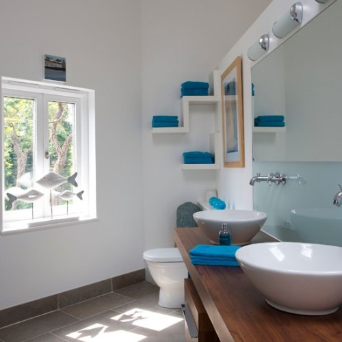 How to Organize a Small Bathroom with No Cabinets