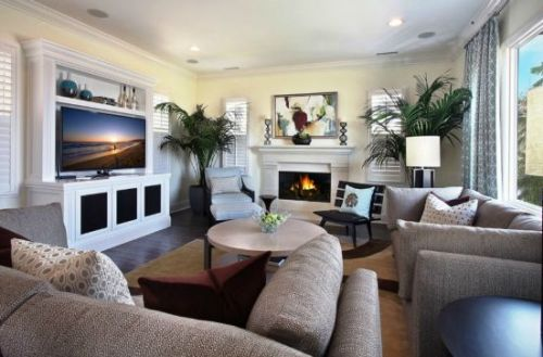 How to arrange a living room with a tv 5 ways for for Ways to arrange a small living room