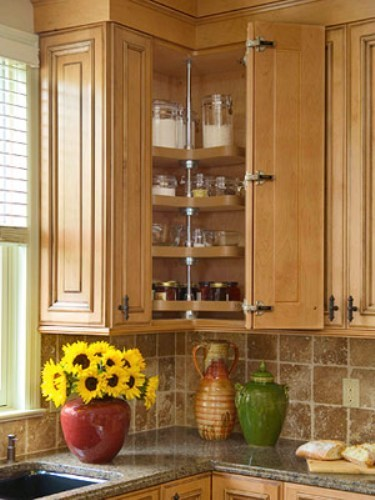 How to organize upper corner kitchen cabinet 5 guides for Corner kitchen cabinets ideas
