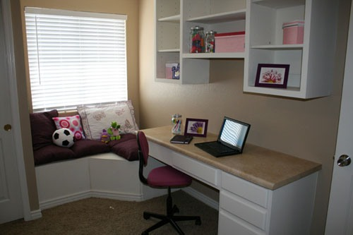 Simple Bedroom with a Desk