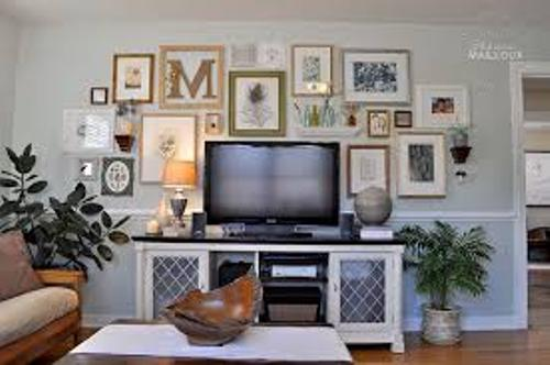 How to Arrange Pictures Around a Flat Screen TV