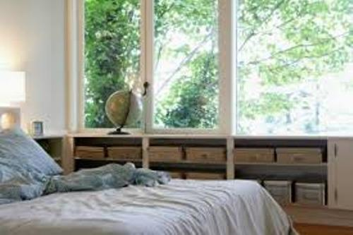 Bedroom with  Windows