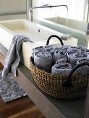 How to Arrange Bath Towels in a Basket