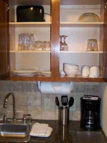 How to Arrange Kitchen Cabinet Contents