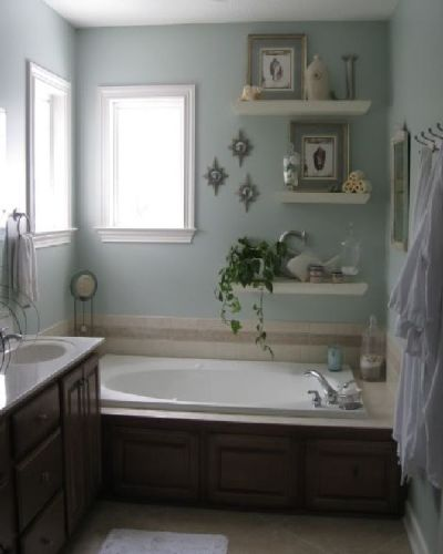 How to Arrange Pictures in a Small Bathroom Vintage