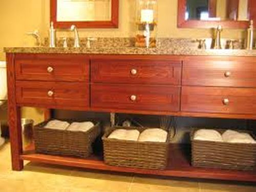 How to Arrange a Bathroom Vanity Decor