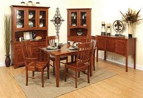 How to Arrange a Dining Room Hutch Style