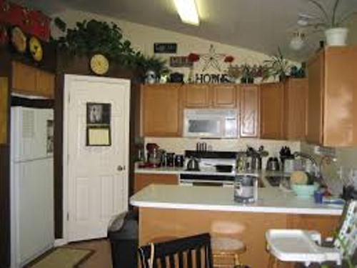 How to decorate above cabinets in kitchen 5 tips to - What to do with the space above kitchen cabinets ...