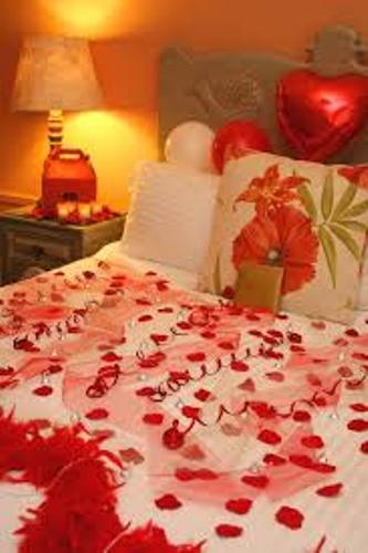 How to decorate your bedroom for a romantic night 5 for Bedroom gifts for her