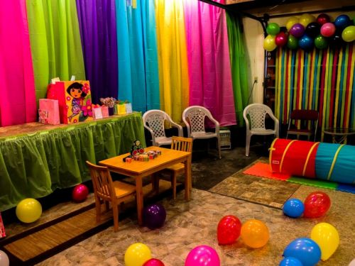 Colorful Garage Graduation Party Ideas