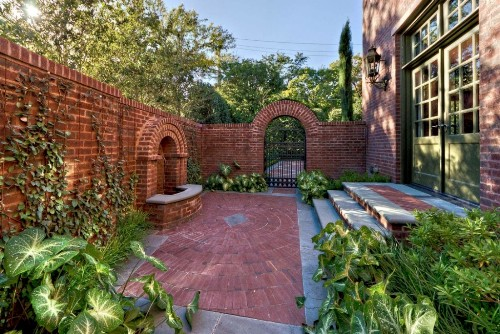 How to Decorate Garden Brick Wall: 5 Ideas to Make It ... on Backyard Wall Design id=54145