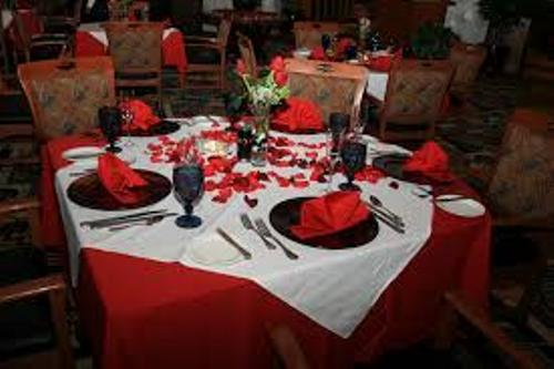 How to Decorate Dinner Table for Valentine's Day