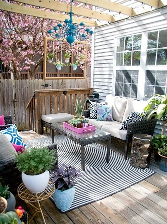 How to Decorate Garden Decking
