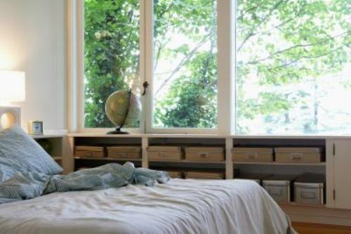 How to Decorate a Bedroom with a Lot of Windows