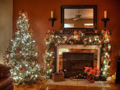 How to Decorate a Fireplace at Christmas