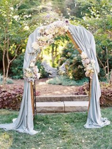 How to Decorate a Garden Arch for a Wedding