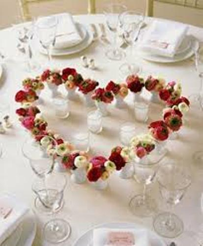 Ways to Create Inexpensive Valentine's Day Table Decorations