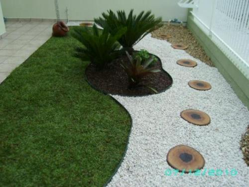 Modern Garden with Pebbles