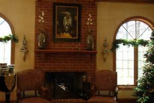 How to decorate a red brick fireplace mantel 5 ways for for How to decorate living room with fireplace