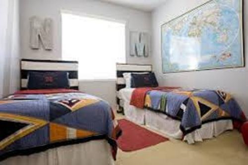 How to arrange a small bedroom with two twin beds 5 ways for Ways to set up a small bedroom