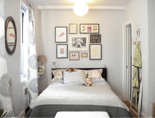 Small Bedroom with a King Bed and White Wall