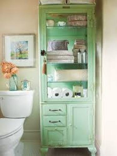 Classic Small Bathroom with no Drawers