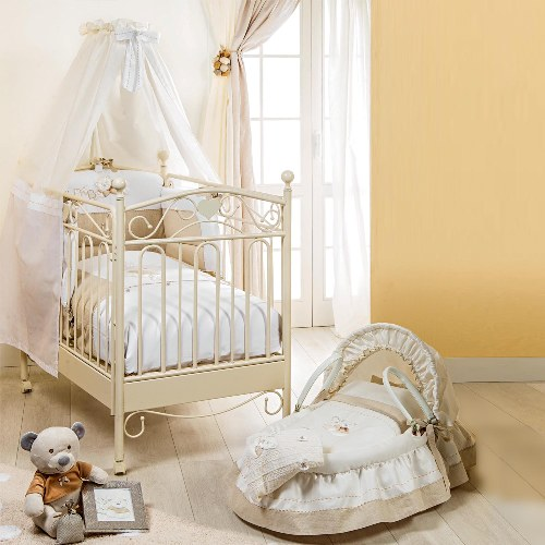 How to Arrange a Bedroom with a Crib