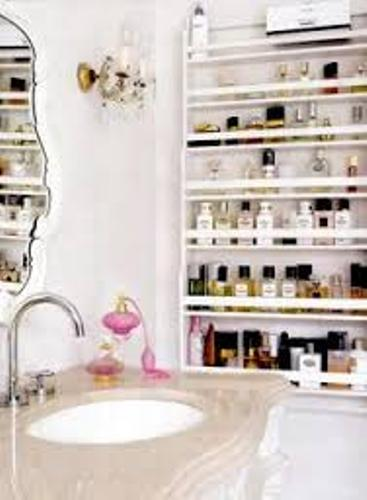 How to Organize Makeup in a Small Bathroom