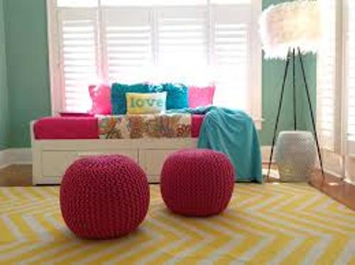 How to Arrange Pillows on a Daybed